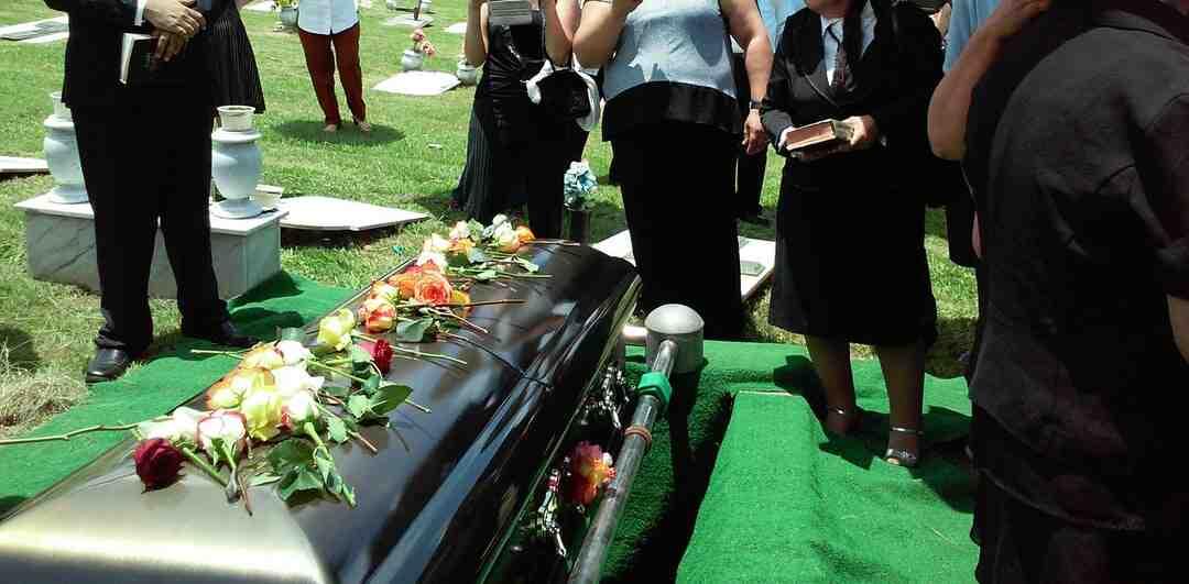 Comment apporter des fleurs à un enterrement